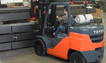 forklift-manufacturing-setting